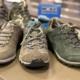 Pijn aan kuit bij wandelen voorkom met goede wandelschoenen
